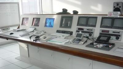 为什么不能用普通电脑桌做监控操作台