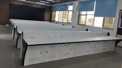 为江川移动公司定制的操作台安装完毕交付使用